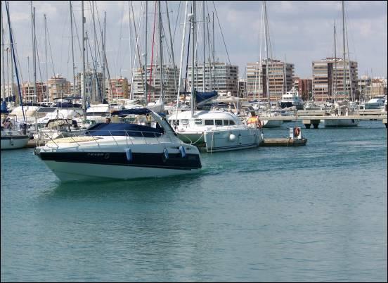 Im Hafen von Torrevieja